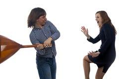 Agresywny mężczyzna z bałałajką i kobietą Zdjęcie Royalty Free