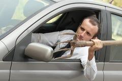 Agresywny męski kierowca w jego samochodzie Zdjęcie Royalty Free
