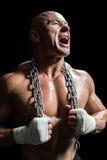 Agresywny mięśniowy mężczyzna mienia łańcuch Obraz Royalty Free