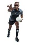 Agresywny rugby gracz gestykuluje podczas gdy trzymający piłkę Obrazy Royalty Free
