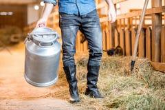 Agricoltore al granaio Immagine Stock