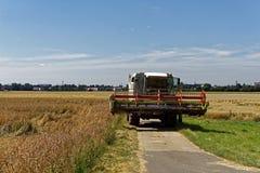 Agricoltore al raccolto di estate Fotografie Stock