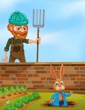 Agricoltore arrabbiato a coniglio nell'azienda agricola royalty illustrazione gratis