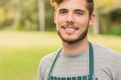 Agricoltore bello che sorride alla macchina fotografica Fotografie Stock Libere da Diritti