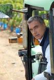 Agricoltore che guida trattore Fotografia Stock Libera da Diritti