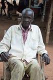 Agricoltore che si siede nella sua iarda Fotografia Stock Libera da Diritti