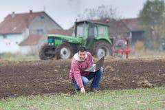 Agricoltore con il computer portatile Immagine Stock Libera da Diritti