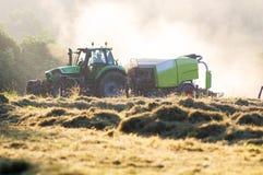 Agricoltore con il trattore nel campo Fotografia Stock Libera da Diritti
