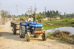 Agricoltore con il trattore nel Nepal Fotografie Stock