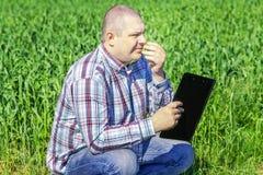 Agricoltore con la cartella Immagini Stock
