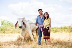 Agricoltore delle coppie nel vestito dell'agricoltore Fotografia Stock Libera da Diritti