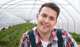 Agricoltore di risata nella sua serra Immagini Stock