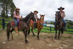 Agricoltore di Tico in Costa Rica sui cavalli Fotografia Stock Libera da Diritti