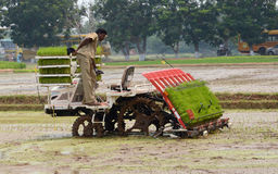 Agricoltore e macchina dell'aratro Immagine Stock Libera da Diritti