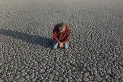 Agricoltore e siccità nel campo Fotografia Stock Libera da Diritti