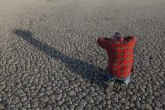 Agricoltore e siccità nel campo Fotografia Stock