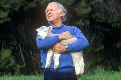Agricoltore ed agnello, Nuova Zelanda Immagini Stock Libere da Diritti