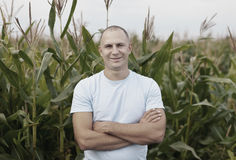 Agricoltore felice nel campo Immagini Stock Libere da Diritti