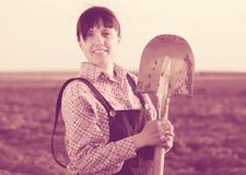 Agricoltore felice nel campo Fotografie Stock