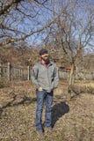 Agricoltore felice in un frutteto Immagine Stock Libera da Diritti