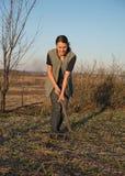 Agricoltore femminile con la vanga Immagine Stock
