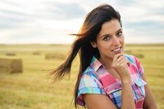 Agricoltore femminile pensieroso sicuro Fotografia Stock