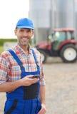 Agricoltore lavorante Fotografie Stock Libere da Diritti
