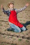 Agricoltore nel campo di grano Immagine Stock Libera da Diritti