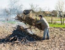 Agricoltore nel giardino Fotografia Stock Libera da Diritti