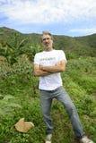 Agricoltore organico che raccoglie cipolla verde Immagine Stock Libera da Diritti