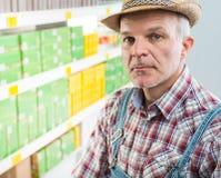 Agricoltore sicuro al supermercato Fotografia Stock