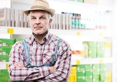 Agricoltore sicuro al supermercato Fotografia Stock Libera da Diritti