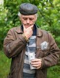 Agricoltore sollecitato con soldi in suo rivestimento Fotografia Stock Libera da Diritti