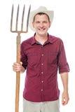 Agricoltore sorridente in cappello con la forca su fondo bianco Fotografia Stock Libera da Diritti