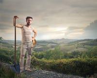 Agricoltore su una collina Fotografia Stock Libera da Diritti