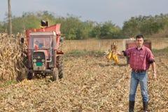 Agricoltore sul campo di grano Fotografia Stock