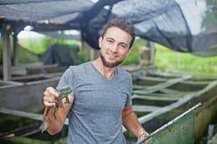 Agricoltore sull'azienda agricola della rana in Bali Immagini Stock Libere da Diritti