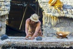 Agricoltore tradizionale del sale Fotografia Stock Libera da Diritti