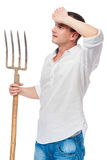 Agricoltore in una camicia bianca con una forca Fotografia Stock