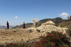 Agricoltori al raccolto dei cereali in Etiopia Fotografie Stock Libere da Diritti