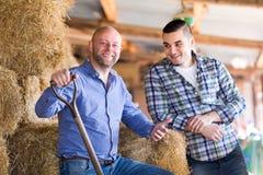 Agricoltori che hanno una conversazione Fotografia Stock Libera da Diritti
