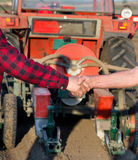 Agricoltori che stringono le mani Fotografia Stock Libera da Diritti