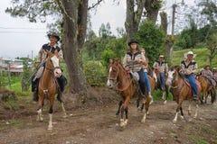 Agricoltori in Costa Rica sulla parte posteriore del cavallo Fotografia Stock