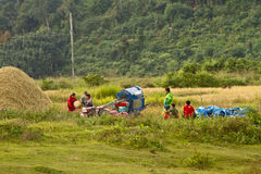 Agricoltori della gioventù con il loro veicolo dell'azienda agricola Fotografia Stock