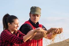 Agricoltori delle coppie di Yonng Fotografia Stock