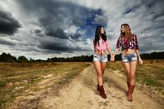 Agricoltori femminili nella campagna Immagini Stock