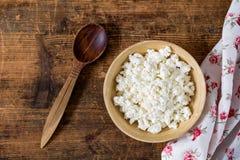 Agricoltori formaggio, ricotta in ciotola Fotografia Stock
