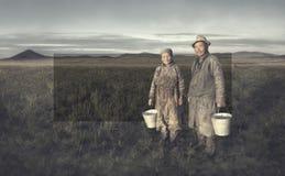 Agricoltori mongoli che lavorano concetto agricolo duro del raccolto Immagini Stock