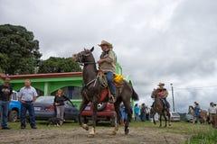 Agricoltori sulla parte posteriore del cavallo Fotografie Stock Libere da Diritti