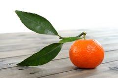Agricoltura biologica delle clementine fresche, sulla base di legno Immagini Stock Libere da Diritti